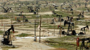 Oil-pumps-stand-at-the-Chevron-Corp-Kern-River-oil-field-in-Bakersfield-California