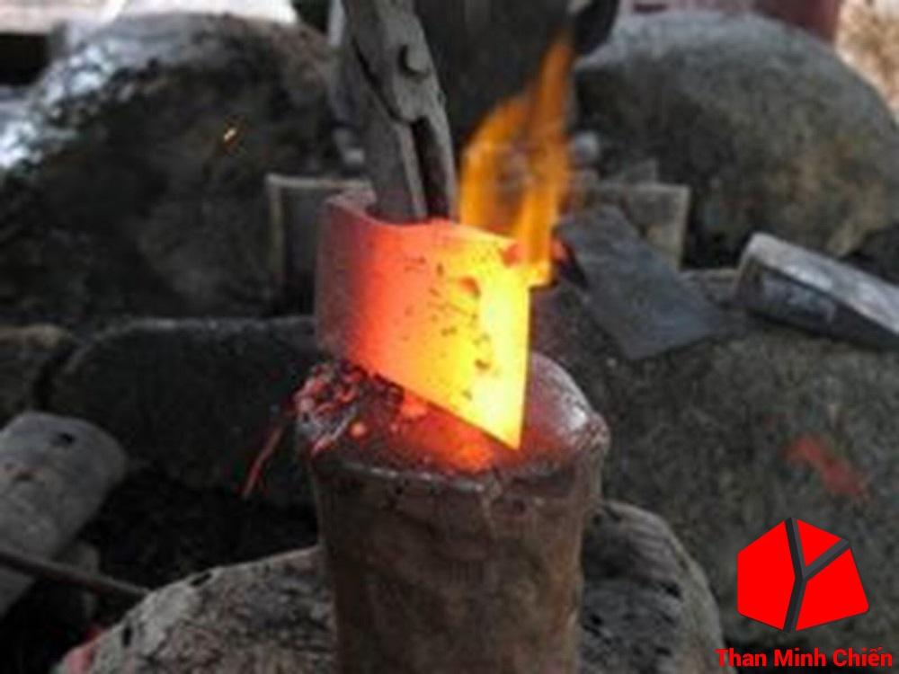 Than đá đốt lò rèn cho nhiệt lượng cao