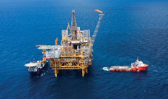 than đá dầu mỏ