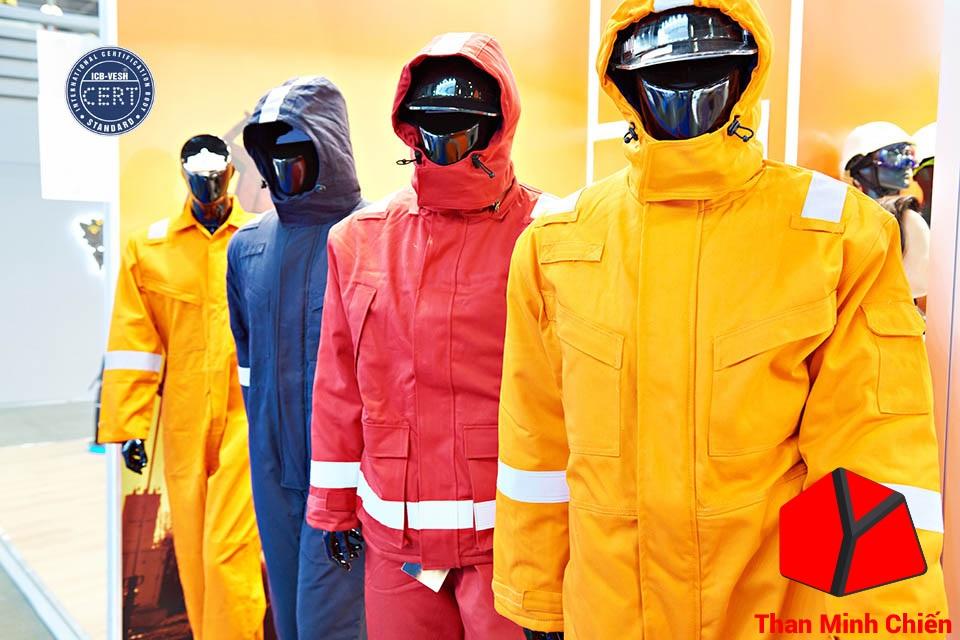 Dùng đồ bảo hộ lao động khi đốt than lò công nghiệp